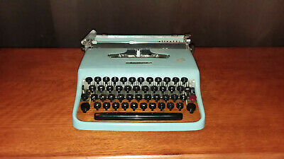 Vintage Oliveti Lettera 22 Typewriter -- Italy -- 1950 -- #542093