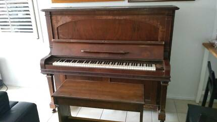 *Beale* Upright Piano