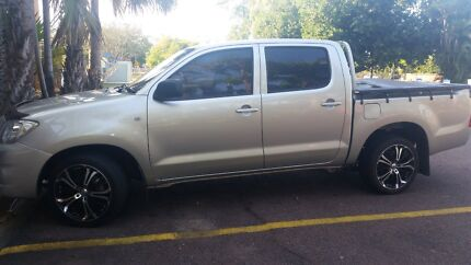 DEAL NOT TO BE MISSED Silver Hilux 2010 Low Mileage For Sale Darwin CBD Darwin City Preview