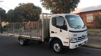 Hino durto tradies truck car licence  2007 tray  just passed regency