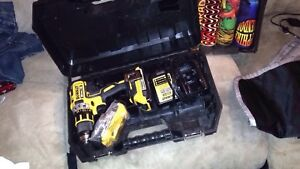BRAND NEW DEWALT 20VMAX X-RAY AND CHARGER
