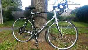 Barely used Road bike with carbon parts and shimano 105 Oak Park Moreland Area Preview