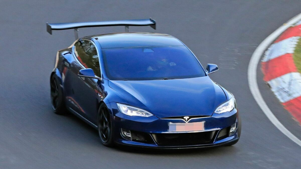 Tesla Model S Plaid 4