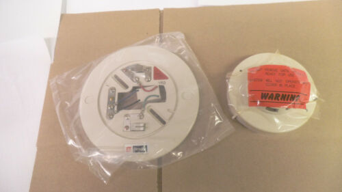 Simplex Photo Electric Smoke Detector 2098-9201 and Base 2098-9637, nos