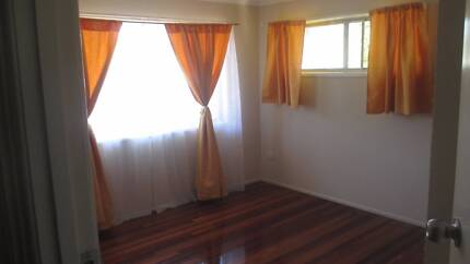 Share accommodation close to shopping Plaza Browns Plains Logan Area Preview