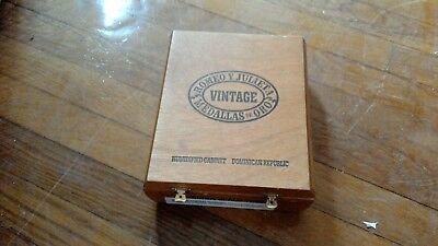 Julieta Cabinet (Romeo Y Julieta Vintage Humidified Cigar Cabinet )
