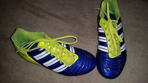 Soccer shoes youth 4