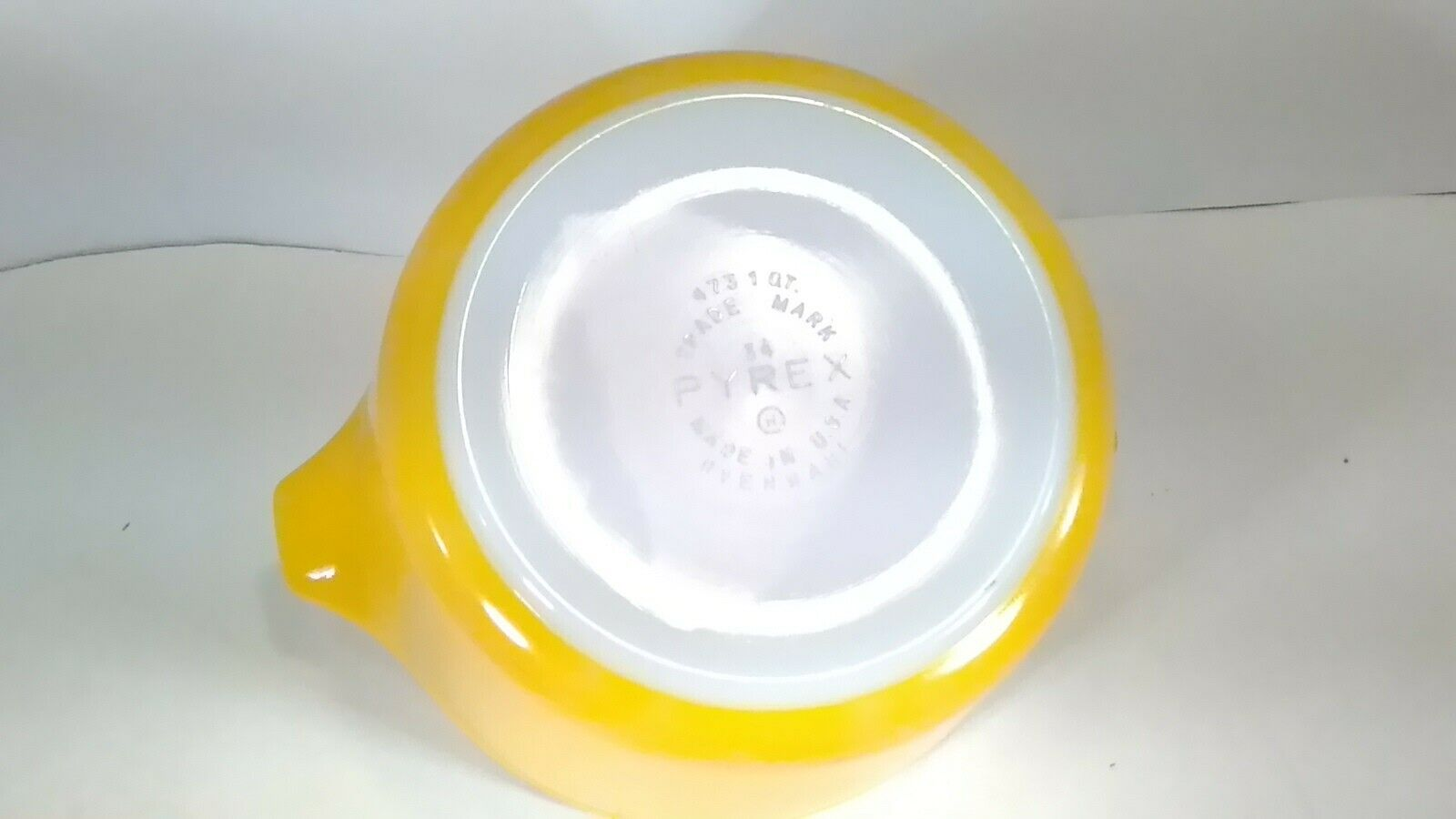 Vintage Pyrex Yellow Daisy 473 1 Quart Casserole With Clear Lid - $29.77