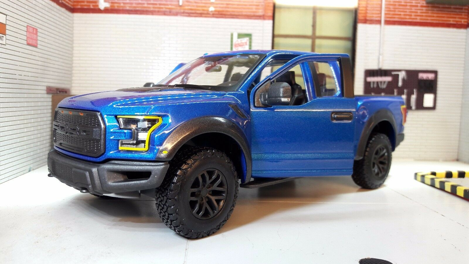 1 24 scale 2010 ford 4x4 f150 se raptor pickup maisto diecast model car f 150 eur 43 61. Black Bedroom Furniture Sets. Home Design Ideas