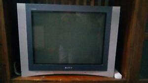 Reduced! Sony Trinitron FD Wega flat screen TV 68cm tube style