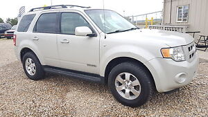 ** 2008 FORD ESCAPE 4X4 LIMITED * 6 MONTH WARRANTY INCLUDED **