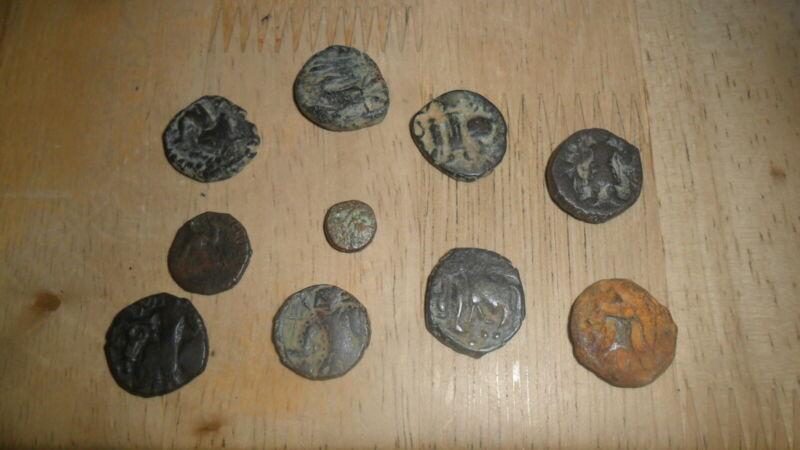 KUSHAN - LOT OF 10 BRONZE AE COINS VARIOUS RULERS Ca 100 - 300 AD  INV KUS2