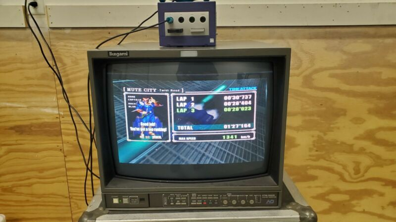 IKEGAMI HTM-2005R HD CRT MONITOR  RETRO GAMING MONITOR WITH ROLLING CASE