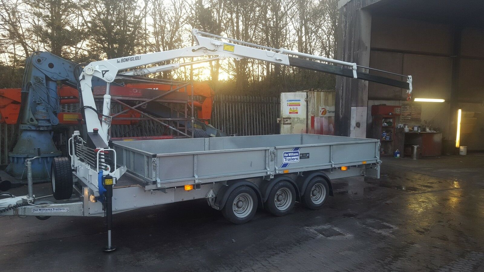 new ifor williams trailer fitted with 2 3 t m crane hiab picclick uk. Black Bedroom Furniture Sets. Home Design Ideas
