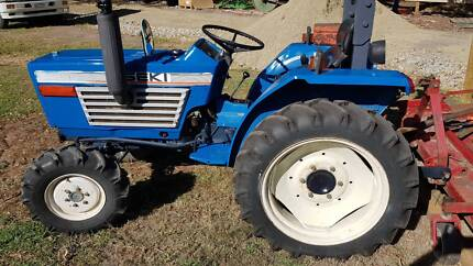 iseki 3210 4wd tractor with mower Beaconsfield Cardinia Area Preview