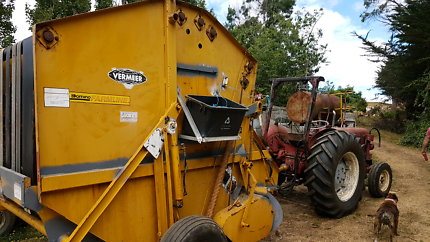 Vermeer 605F round baler and rake is also available for extra