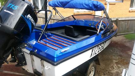 Cruise Craft Sabre 470 ski boat