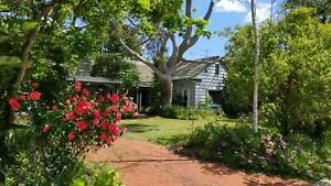House,Room/bedroom, walk train station/shops, 13 kms from CBD