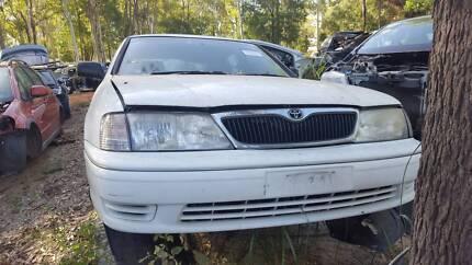 2002 Toyota Avalon white for wrecking