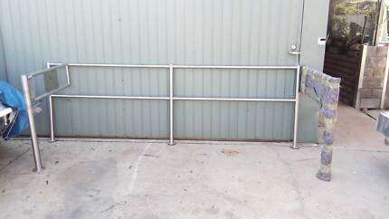 STAINLESS STEEL HAND RAIL BUISNESS ENTRY GATE
