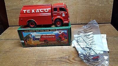 TEXACO 1949 WHITE TILT CAB TANK TRUCK ~~CASE FRESH~~SERIES # 13 ERTL 1996