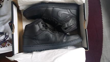 Nike Air Jordan 1 Triple Black
