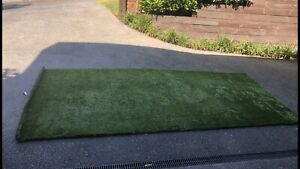 4mtrs of Top quality artificial turf, grass with dry grass bits in it