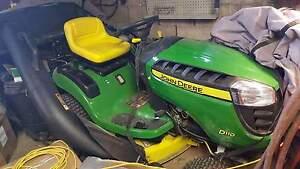 Tracteur John Deer modèle D110
