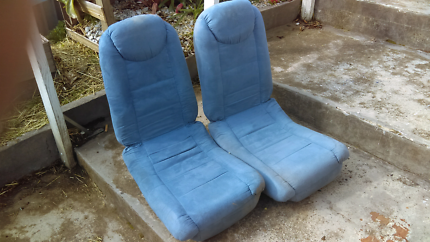 Collapsible gaming chairs