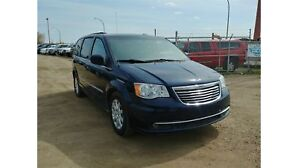 2015 Chrysler Town & Country 3.6L V6 Stow N Go!! Power Doors Back Up Camera!!