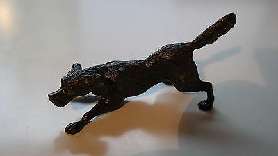Hunde Skupltur Bronze Spielender Jagdhund