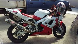 1998 Yamaha R1 red and white low kms Helensvale Gold Coast North Preview