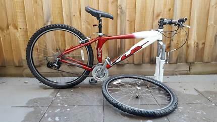 Mens Mountain Bike with 24 Shimano gears
