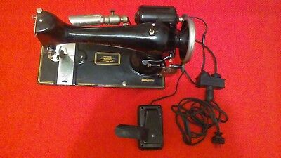 "Vintage ""NEW HOME"" Sewing Machine,, Model #LN 5204,   cdous #159"