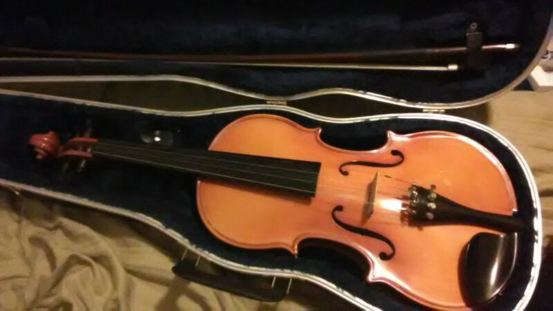 Knilling 19kf 4/4 violin.Glasser bow,Bausch bridge, hardcase.Excellent condition