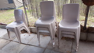 Free 11 solid plastic chair Coolbellup Cockburn Area Preview