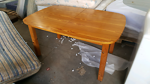 Solid timber extension dining table 4-6 seat Glen Iris Boroondara Area Preview
