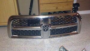 2015 Dodge Ram grill LIKE NEW! CHEAP!