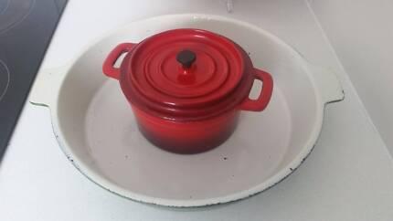 cast iron pan and pot