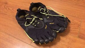 V-Run Vibram five fingers (9-9.5)