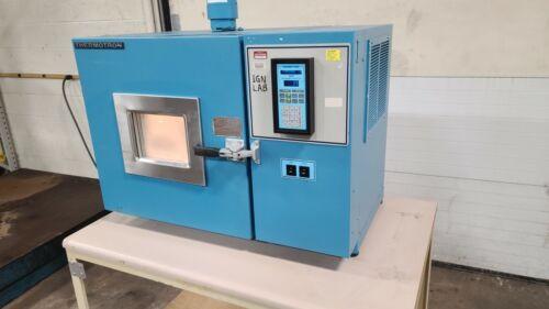 Thermotron S1.2 Mini-Max Counter Top Environmental Test Chamber