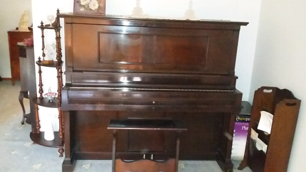 Pianola  (player piano)