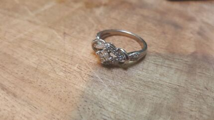 9ct white gold engagement ring  Richmond Hawkesbury Area Preview