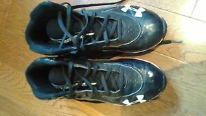 Under Armour Size 5.5 boys football cleats