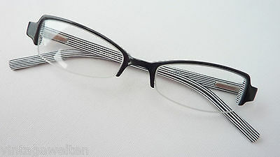 Schwarze Brille kleine Fassung nur Oberrand schmale Gläser für Mädchen Grösse S