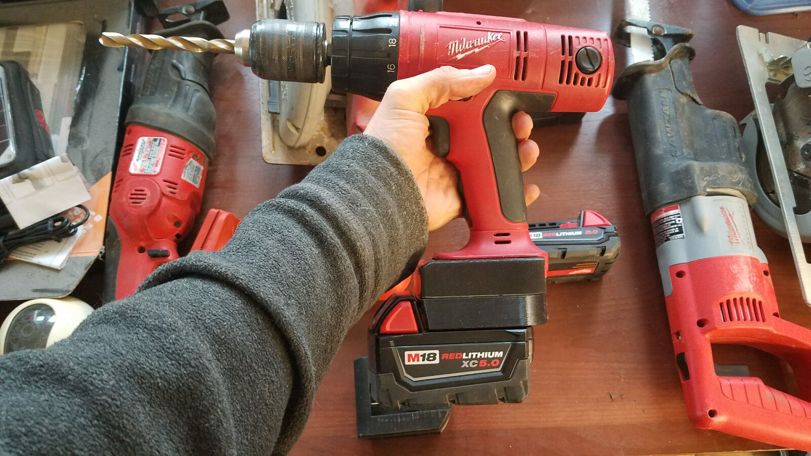 NEW MILWAUKEE M18  LITHIUM BATTERY TO  V18  NICAD TOOL ADAPTER