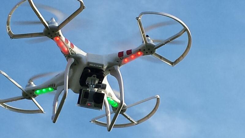 Wichtiges Accessoire: Mit Kameras als Zubehör lassen sich spannende Luftaufnahmen machen (Foto: Schwabe (CC BY 2.0))
