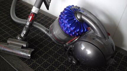 DYSON DC54 ALLERGY VACUUM CLEANER IN EXCELLENT CONDITION.