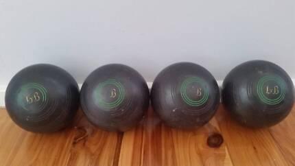 Set of 4 Vintage Henselite Championship Lawn Bowls 4 15/16