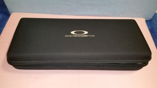 RARE OAKLEY CASE – EXTRA LARGE
